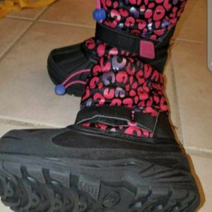 USED Toddlers snow/rain boots size 9 for Sale in Compton, CA