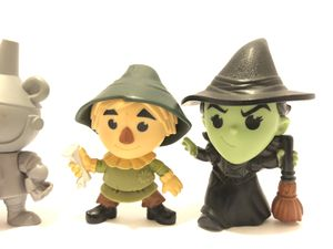 Wizard of Oz mini lot collection for Sale in Fresno, CA