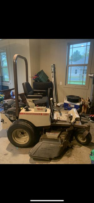 225V Zero-Turn Grasshopper mower Air cooled gas for Sale in Mineola, TX