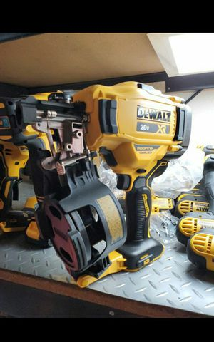 DEWALT 20V MAX XR BRUSHLESS ROOFING NILER TOOL ONLY BRAND NEW for Sale in San Bernardino, CA