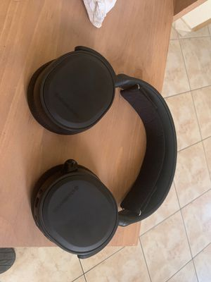 Steel series arctis 5 for Sale in Moreno Valley, CA