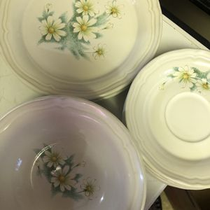 Free Plates And Bowls for Sale in Modesto, CA