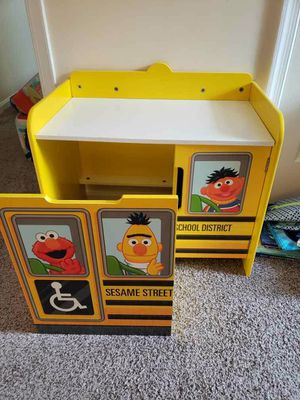 Sesame Street Desk and Pullout Couch for Sale in UPPR MARLBORO, MD