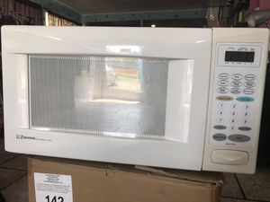 Lightly Used Emerson Microwave Oven for Sale in Durham, NC