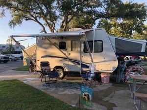 Camper pop-out hybrid for Sale in Eustis, FL