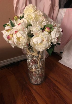 Artificial flowers with vase for Sale in Puyallup, WA