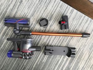 Dyson V8 vacuum - like new for Sale in Queens, NY