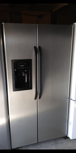 G.E Stainless Steel Refrigerator for Sale in Bakersfield, CA