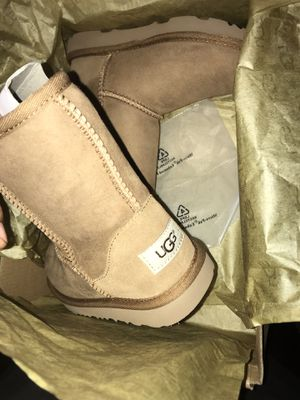 Ugg k classic boots size 1 for Sale in Gardena, CA