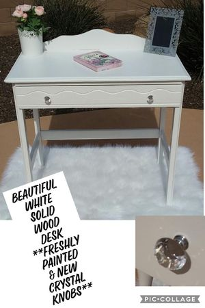 BEAUTIFUL WHITE SOLID WOOD DESK**FRESHLY PAINTED & NEW CRYSTAL KNOBS for Sale in Surprise, AZ