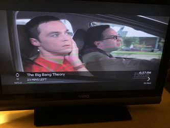"""Vizio 28"""" Screen Outside 31"""" Height 10"""" Glen for Sale in Glendale Heights,  IL"""