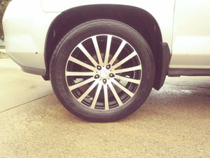 """20"""" rims with good tires on them 5 lug bolt pattern .114 asking 300 obo for Sale in Rankin, IL"""