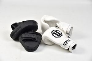 Boxing 18oz And Focus Pads for Sale in Oakland Park, FL