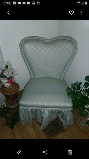 Heart chair and stand for Sale in Waterloo, IA