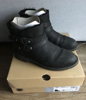 UGG Aliso Water resistant boots in Black, size 7 for Sale in Seattle, WA