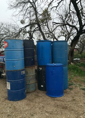 5 plastic barrels and 4 mettle for Sale in San Angelo, TX