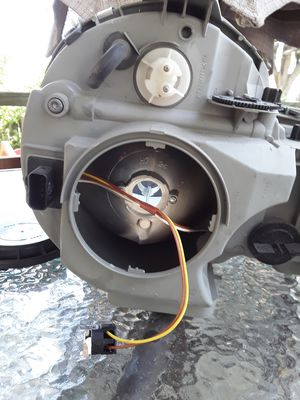 Mercedes E320 halogen headlight left hand for Sale in Gahanna, OH