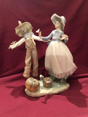 Lladro porcelain figure #5.385 Scarecrow and woman with flowers for Sale in Lavonia, GA