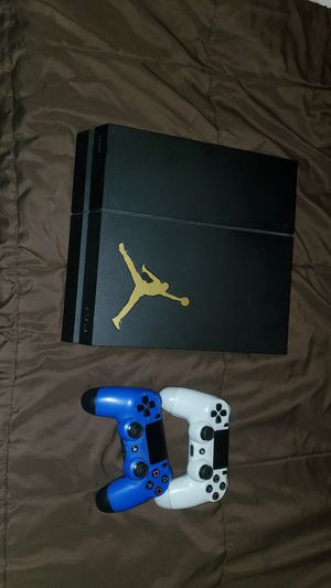 Ps4 '2 controllers for Sale in Victorville, CA