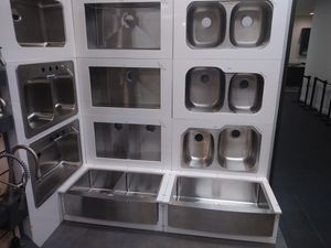 Sinks and kitchen cabinet for Sale in Moreno Valley, CA