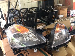 2008 - 2009 Nissan Altima sedan hid headlight assembly for Sale in Miami Gardens, FL