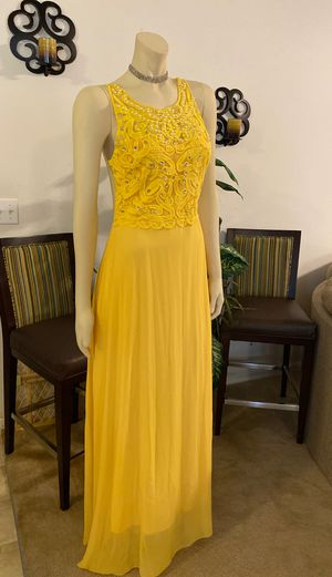 Yellow dress for Sale in Kissimmee, FL