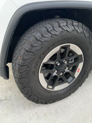 Jeep Wrangler Rubicon wheels for Sale in Santa Ana, CA