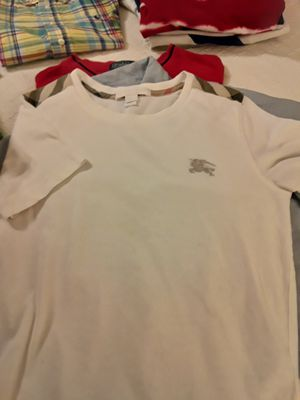 Burberry t-shirt for Sale in Baton Rouge, LA