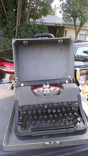 Old typewriter Underwood for Sale in Stockton, CA