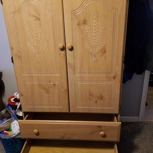 TV, Dresser for Sale in Bremerton, WA