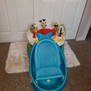 Walker And Baby Tub for Sale in Vancouver, WA