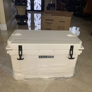 Fishing Cooler for Sale in Hialeah, FL