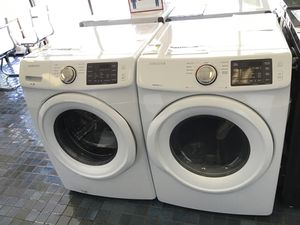 Samsung Front load washer and gas dryer in white for Sale in Fresno, CA