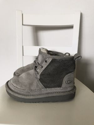 Toddler UGG boots Sz 8 for Sale in Lyndhurst, OH