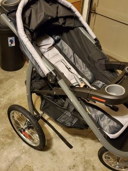Stroller with matching car seat and base for Sale in Federal Way,  WA