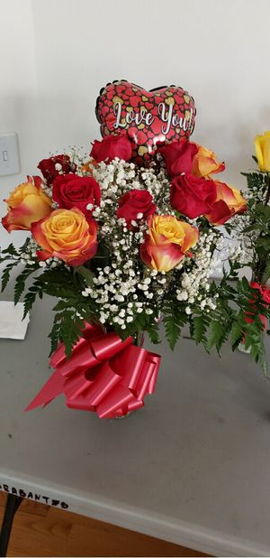 Flower arrangements, valentine day for Sale in Silver Spring, MD