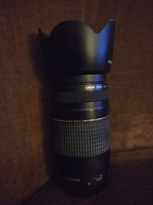 CANON EF 75-300mm LENS WITH NEEWER ET-6011 HOOD for Sale in Fayetteville, NC