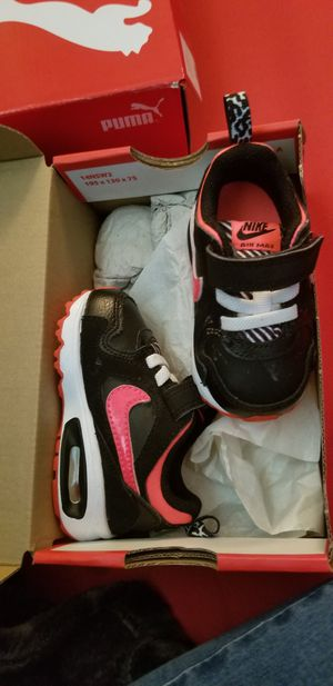 Hot pink and black nike tennis shoes for Sale in Dallas, TX