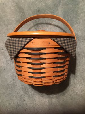 Longaberger basket has liner, insert & Lid for Sale in Galloway, OH
