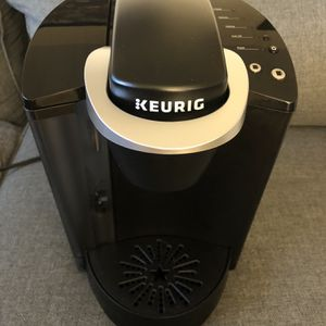 Keurig K-Classic Coffee Maker, Single Serve K-Cup Pod Coffee Brewer, 6 to 10 Oz. Brew Sizes, Black for Sale in Fort Lauderdale, FL