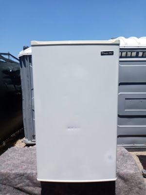 Magic chef mini fridge HMBR350WE1 for Sale in Anaheim, CA