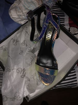 female green snake skin heels size 9 never worn for Sale in Capitol Heights, MD