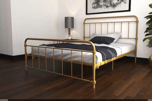 Gold Platform Bed Queen for Sale in North Miami Beach, FL