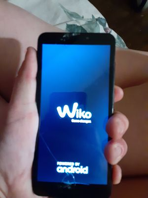 Wiko phone cracked screen boost mobile for Sale in Eaton, OH