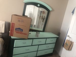 7 drawer dresser and mirror for Sale in Columbus, OH