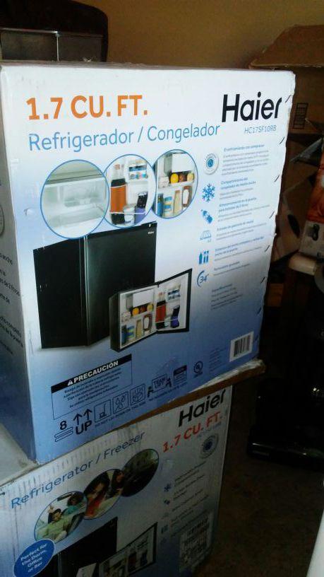 1.7 cu ft black refrigerator