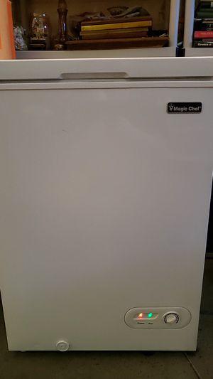 Magic chef 3.5 ft³ freezer cooler model HMCF35W2 white for Sale in Manteca, CA
