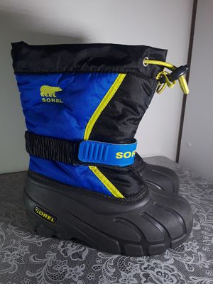 Size 12 kids snow boots winterproof for Sale in Buena Park, CA