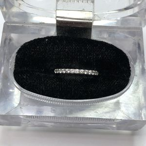 A Jaffe Diamond Weeding Band Size 5 for Sale in Baltimore, MD