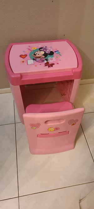 Minnie Mouse Vanity/ Desk for Sale in Casa Grande, AZ